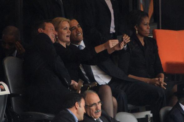 CPD131216 - Obama Selfie